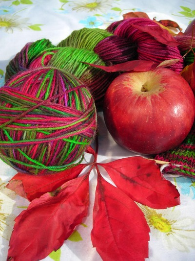 Apples_and_yarn
